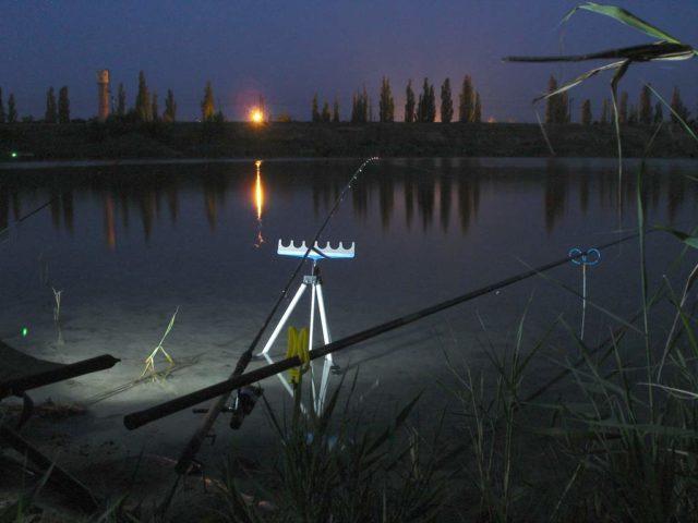 Одним из самых желанных трофеев является лещ, а, как известно, эта рыба выходит кормиться на мелководные участки именно ночью