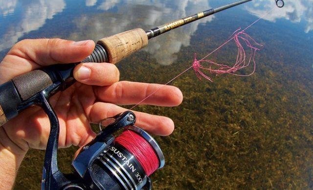 Некоторые рыболовы заполняют его изоляционной лентой или капроновой нитью