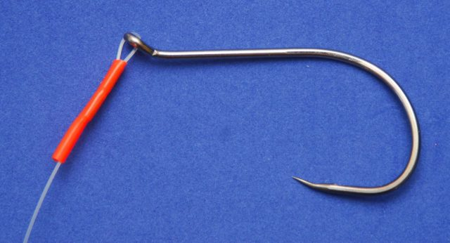 Крючки бывают как из тонкой, так и с толстой проволоки