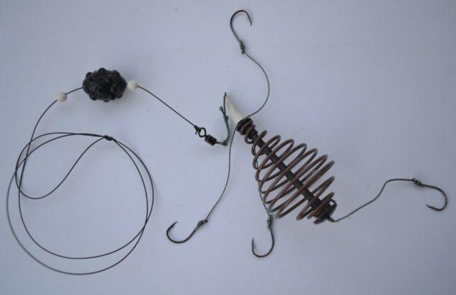 Более усовершенствованный метод ловли на пружину – это фидерная снасть, которая более эффективна, более технологична и более чувствительна