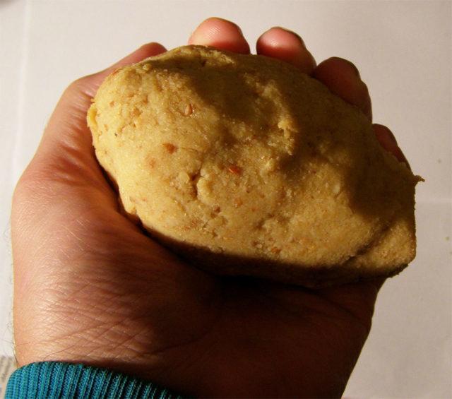 Если переварили картошку, из-за чего насадки разваливаются, не беда: карп прекрасно клюёт и на шарики из картофельного теста