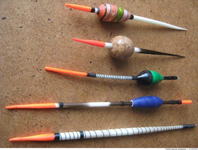 Я предпочитаю из единой палочки бамбука делать одновременно и киль и антенну, мне кажется, что так надёжнее.